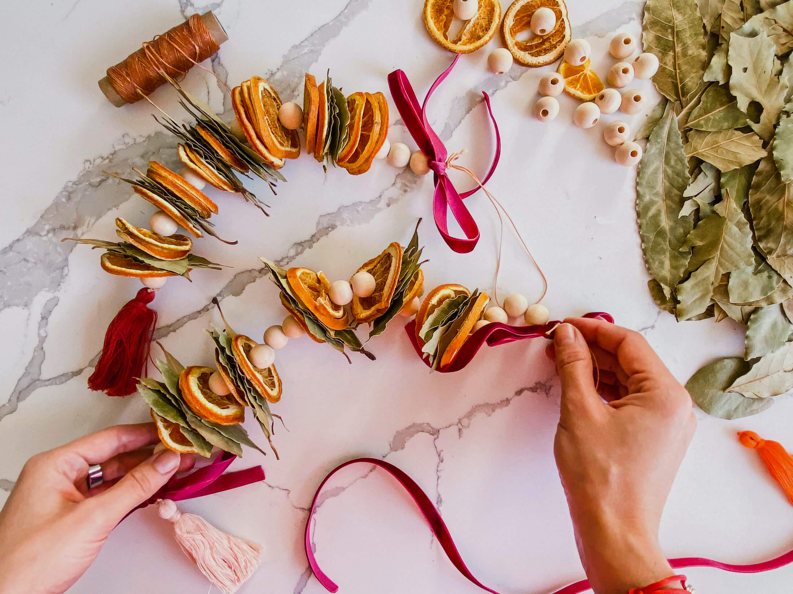 Sustainable and Vegan Lifestyle influencer shares her secrets fo DIY Holiday garlands!!